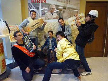 5人の男性とビール