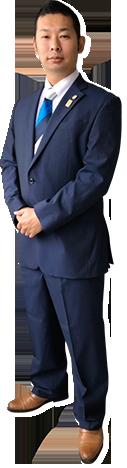 紺のスーツの全身写真-127px-468px